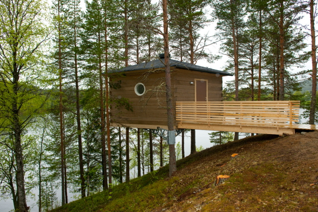 Stay among the treetops in Granö Beckasin