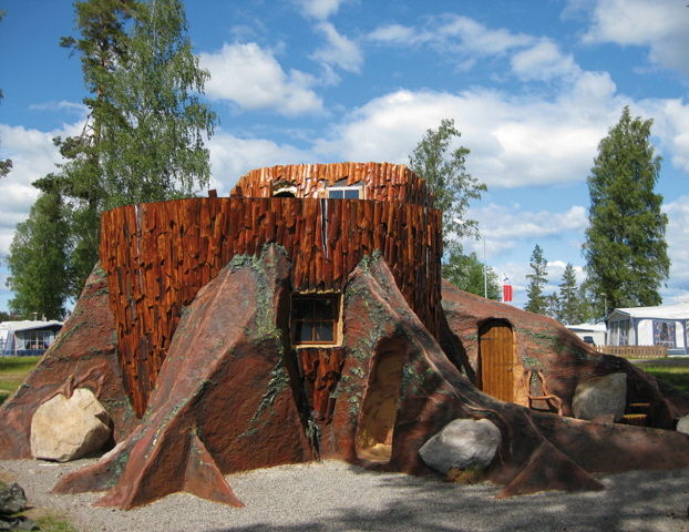 Stay in a tree stump in Karlsborg